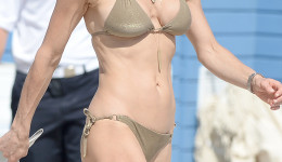 Bethenny Frankel Wears A Gold String Bikini On The Beach In Miami
